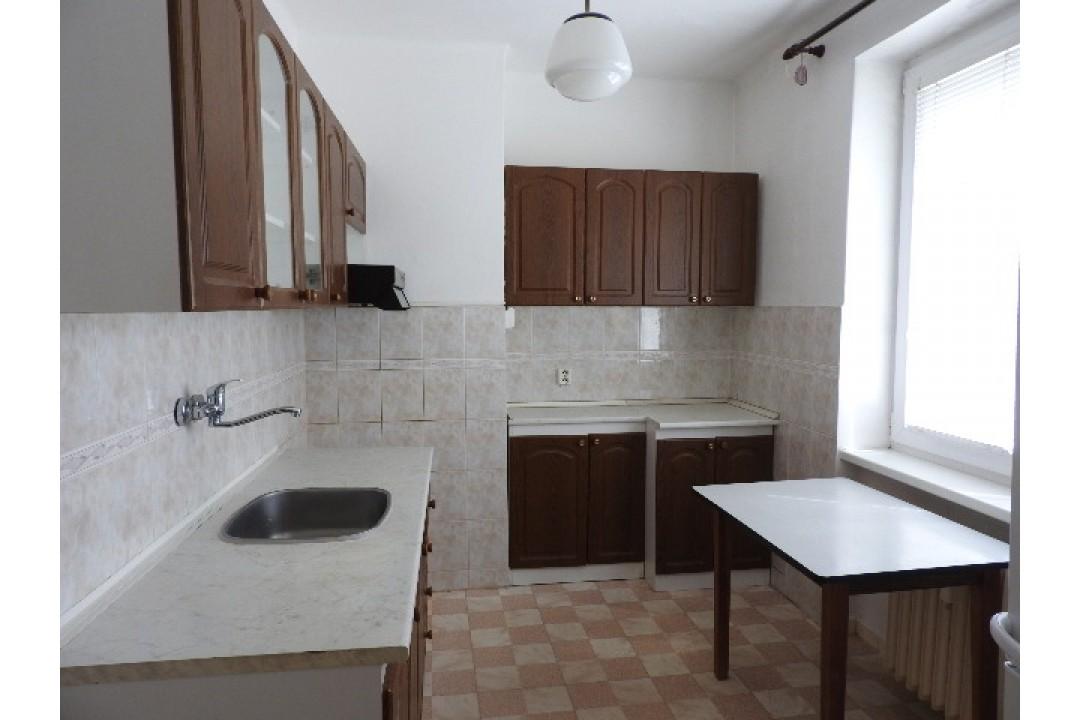 Predaj, 2-izbový byt Holíč s 2 pivnicami